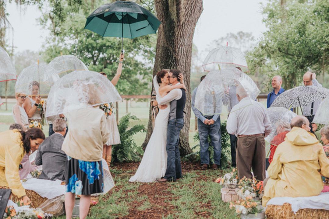 O-que-fazer-quando-chover-em-um-casamento-no-campo