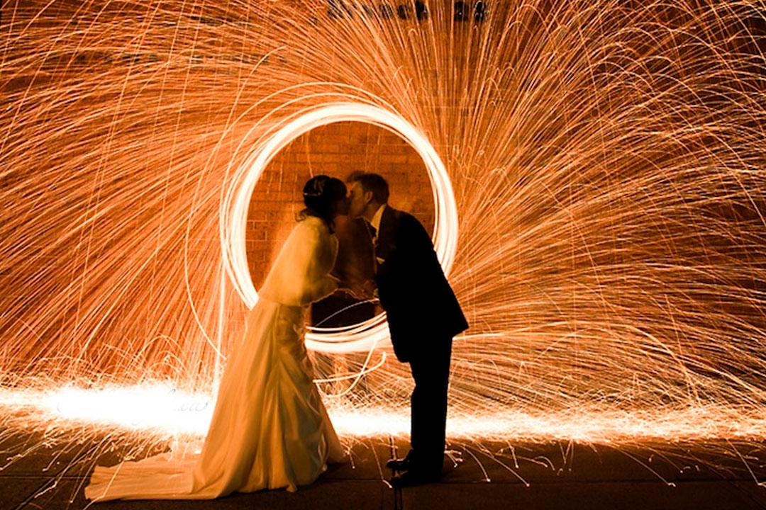 A importância de uma boa iluminação em casamento ao ar livre