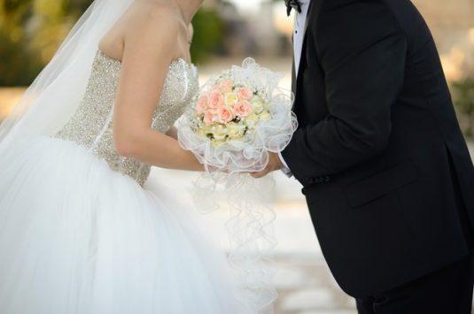 Casamento no campo tem sido refúgio para os casais de quarentena