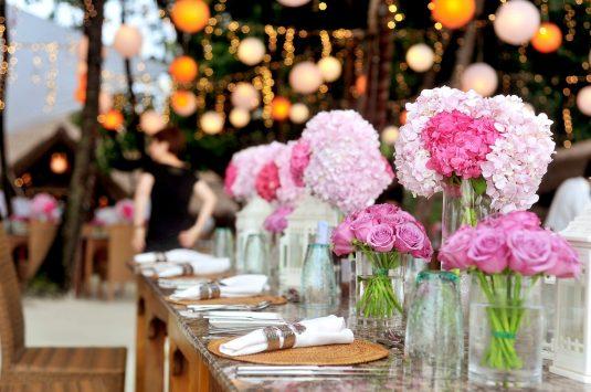 Casamento no campo minimalista: aprenda a organizar