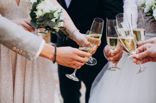 Como escolher os alimentos de uma festa de casamento ao ar livre?
