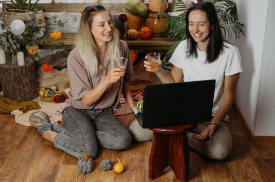 Chá de lingerie virtual: divirta-se com suas madrinhas em tempos de lockdown