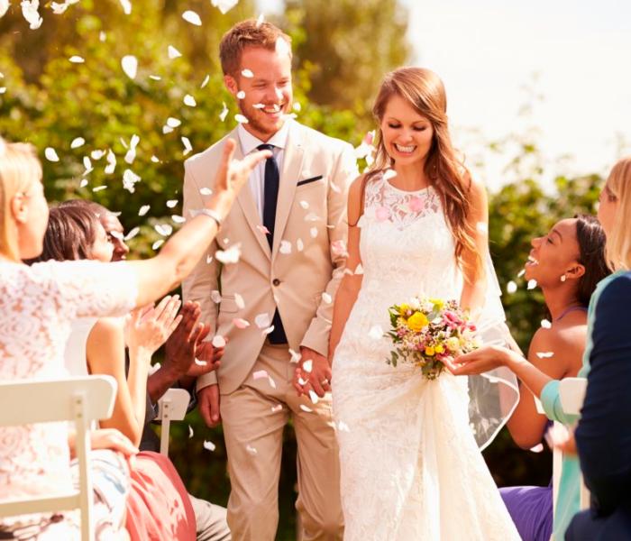 Noivo de branco? Conheça a melhor opção de traje em um casamento ao ar livre