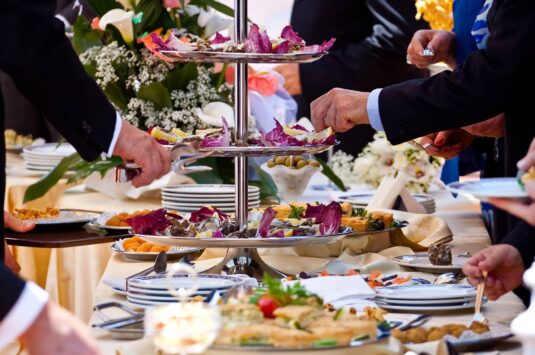 Guia completo do buffet: veja os principais pontos a serem analisados antes de contratar o serviço
